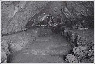 Amalda koba zuloaren indusketak.(Cueva de Amalda) liburutik jasotako argazkiak.