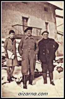 Aizarnan egon zen Navas maixua erdian.Herriko plazan eta elurretan. ( 1930  inguruko argazkia ( Navas familia)