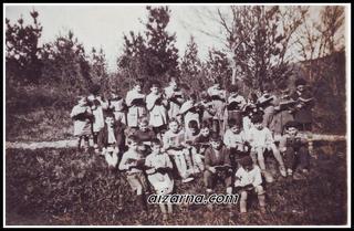 Aizarnako ikasleak 1930 urteko kurtsoan,zein leku den ez dut argitu oraindik. ( Argazkia Navas familia)