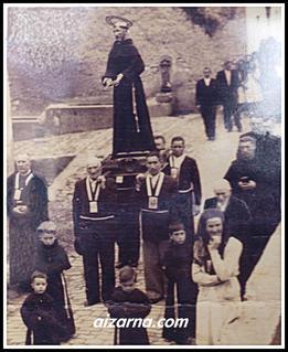 ZZ-Franziskotarren ordenakoak   prozesioan.