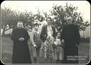 Zz- D. Francisco, el Párroco, D. Ignacio, mi madre, una hermana mía y yo. Año 1948
