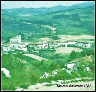 Zestoako San Jose eskolako ikasleak Santa Engraziara egindako ibilaldi batean. Argazkia 1963 ingurukoa da  ( 1 )