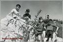 Zestoako San Jose eskolako ikasleak Santa Engraziara egindako ibilaldi batean. Argazkia 1963 ingurukoa da  ( 2 )