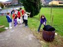 Eskolako haurrak urtero egiten dute  gaztaina jana. Txanda eginez berauek erre zituzten gaztainak.( 1 )