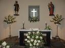 San Isidro egunean atera nuen argazki hau Erdoiztan,eliza borobil honetan begira nola apainduta zegoen aldarea.