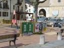 Hauteskundeak hurbildu dira eta Aizarnako plazan ez da publizitaterik falta.