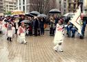 Haurren desfilean eta  Ikasberri ikastetxeko bandera eramaten mutila ikusi dugu aurten. ( Azpeitian ateratako argazkia)